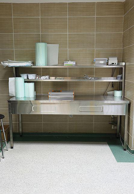 Mesa-de-trabajo-esterilizacion-basica